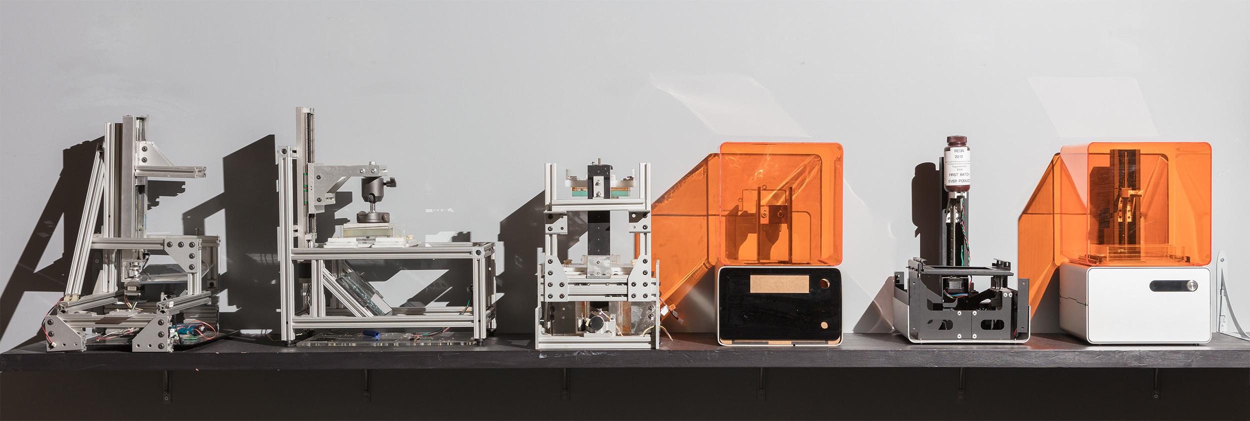Prototypes de la Form 1, la première imprimante 3D SLA de bureau.